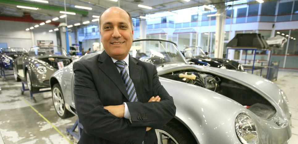 Zouhir Boudemagh, à l'usine PGO Automobiles, le 24 janvier 2007 à Saint-Christol-lès-Alès, Gard.